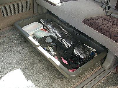frie_seat_under_tray01.jpg