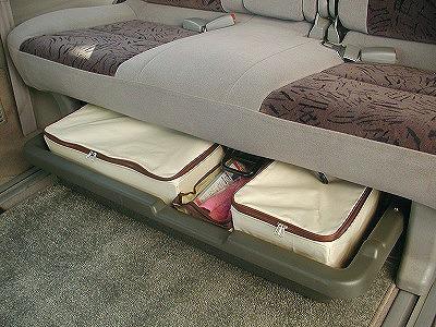 frie_seat_under_tray05.jpg