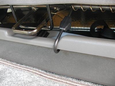frie_seat_under_tray02b.jpg
